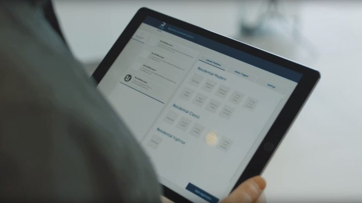 Guide holding tablet running control software for the WoR
